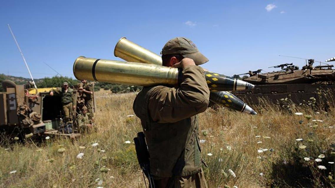 قوات من سلاح المدفعية في الجيش الاسرائيلي في الجولان توجه مدافعها بإتجاه سوريا