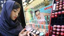 مساحيق التجميل والأظافر الاصطناعية تنتشر في إيران