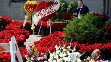 في ذكرى وفاته.. الزهور تغطي ضريح مايكل جاكسون