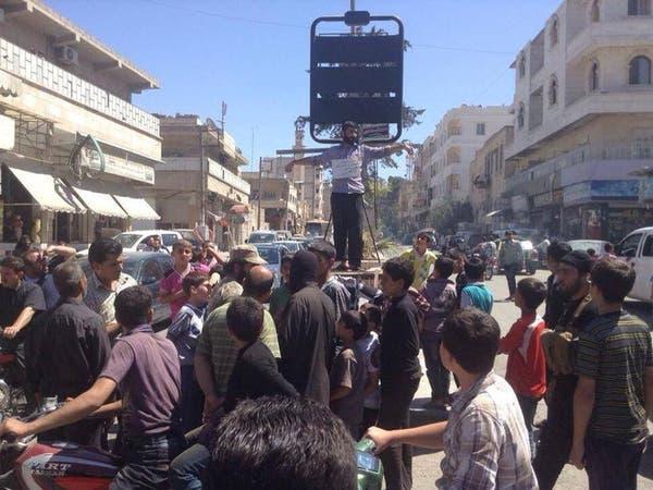 بالصور.. داعش يصلب سورياً 8 ساعات وهو حي