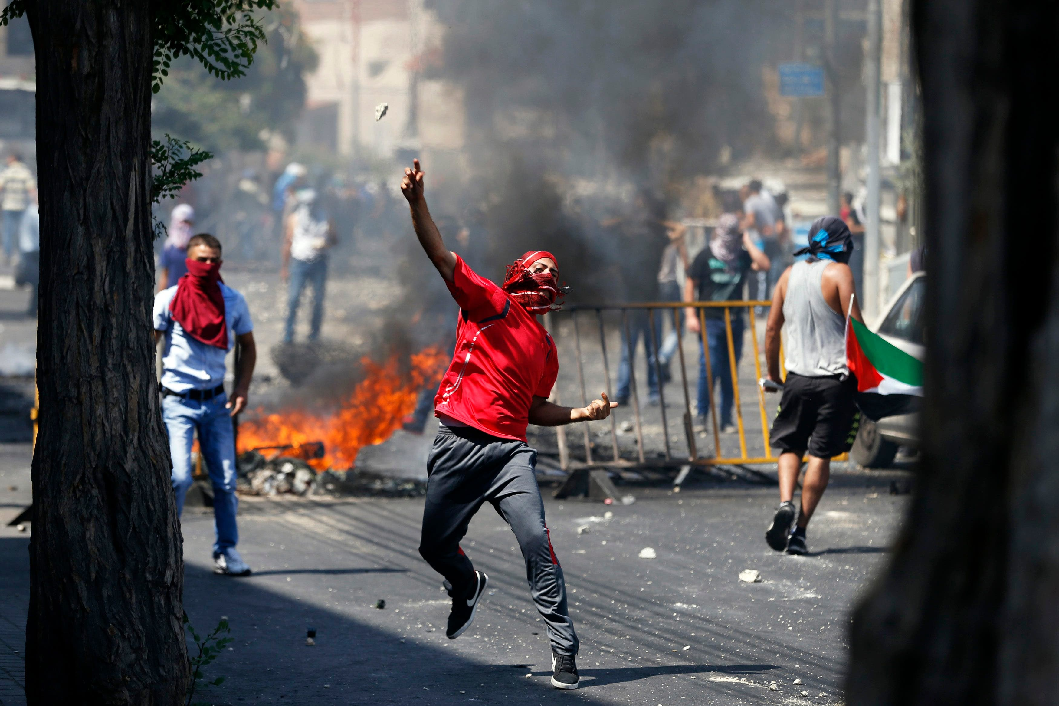 غضب ضد اسرائيل خلال جنازة الفتى الفلسطيني القتيل