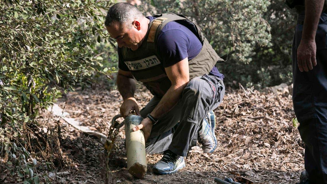 بقايا صاروخ سقط على الاراضي الاسرائيلية