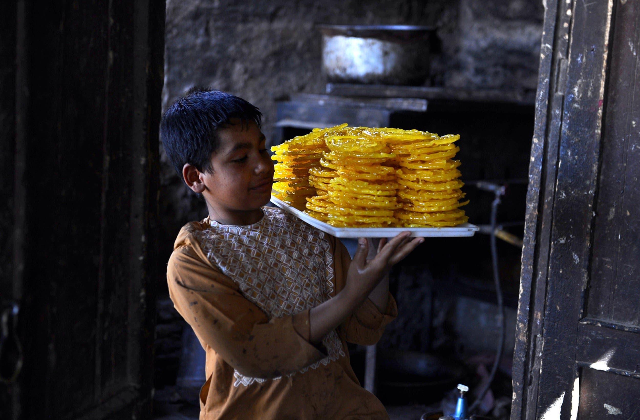 Afghanis cook up Ramadan treats