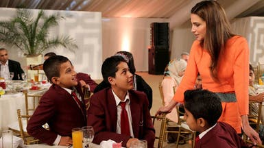 الملكة رانيا تقيم مأدبة إفطار للأيتام في الأردن