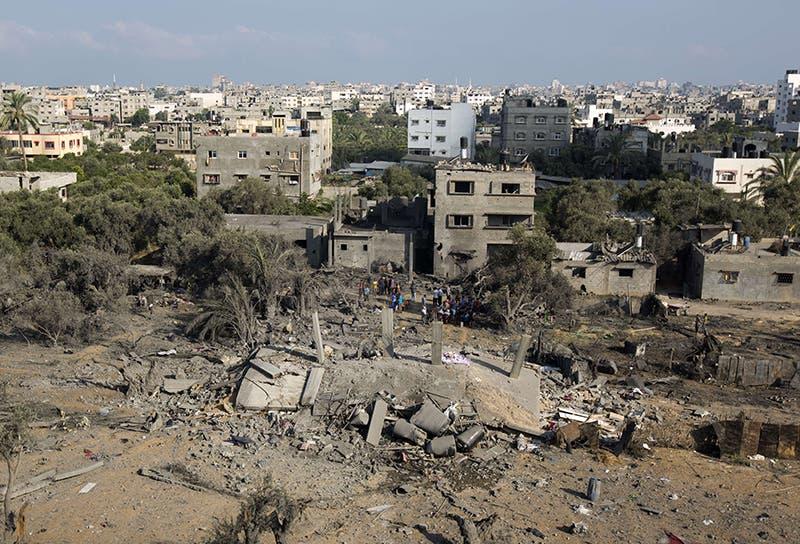 مبنى سوته الطائرات الاسرائيلية بالأرض في غارة على قطاع غزة