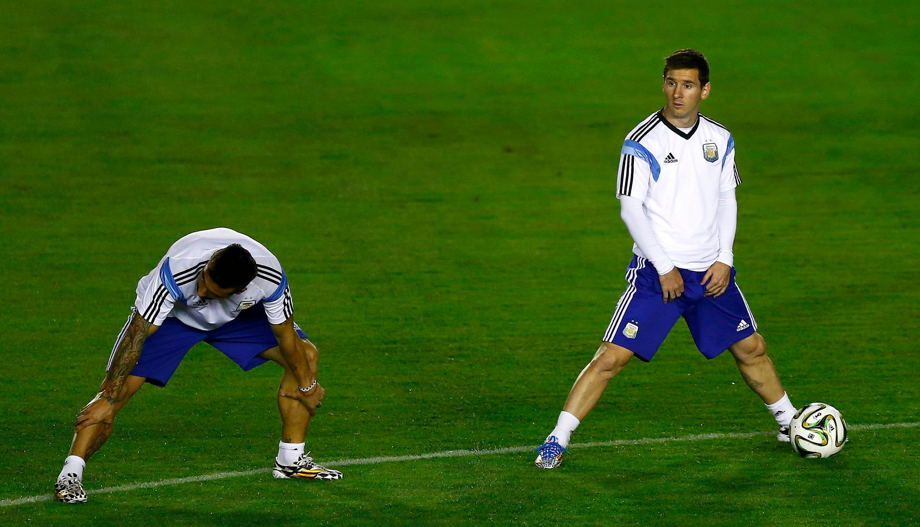 Argentina's national soccer team player Lionel Messi (R) stretches with teammates during a training session in Rio de Janeiro July 12, 2014. (Reuters)
