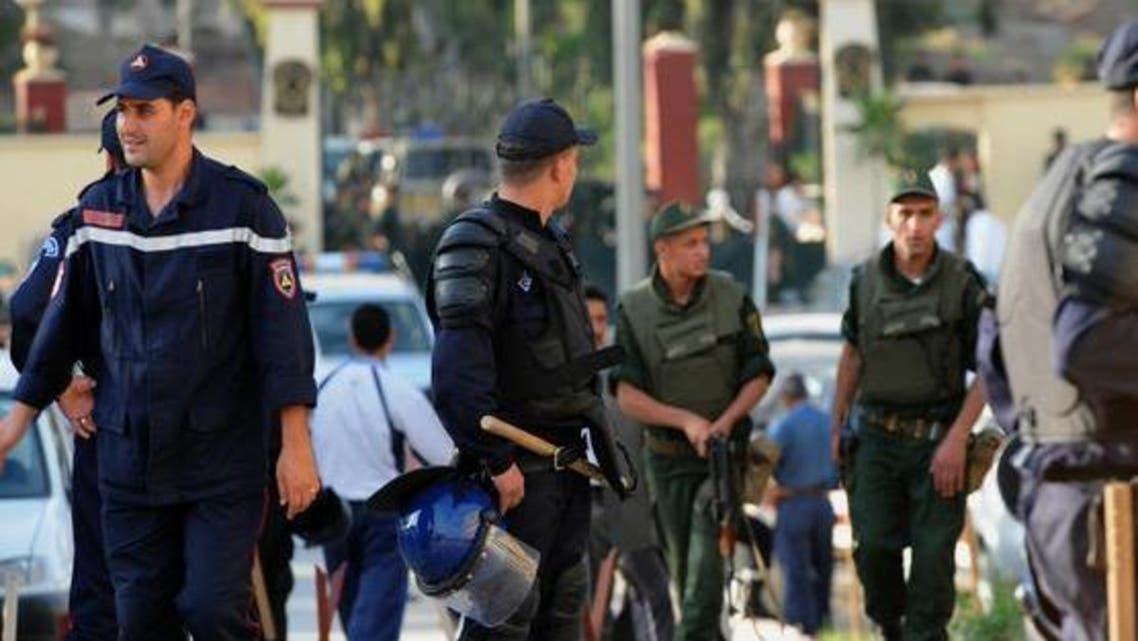 مقتل 7 من الجيش والشرطة في تفجير إرهابي غربي الجزائر
