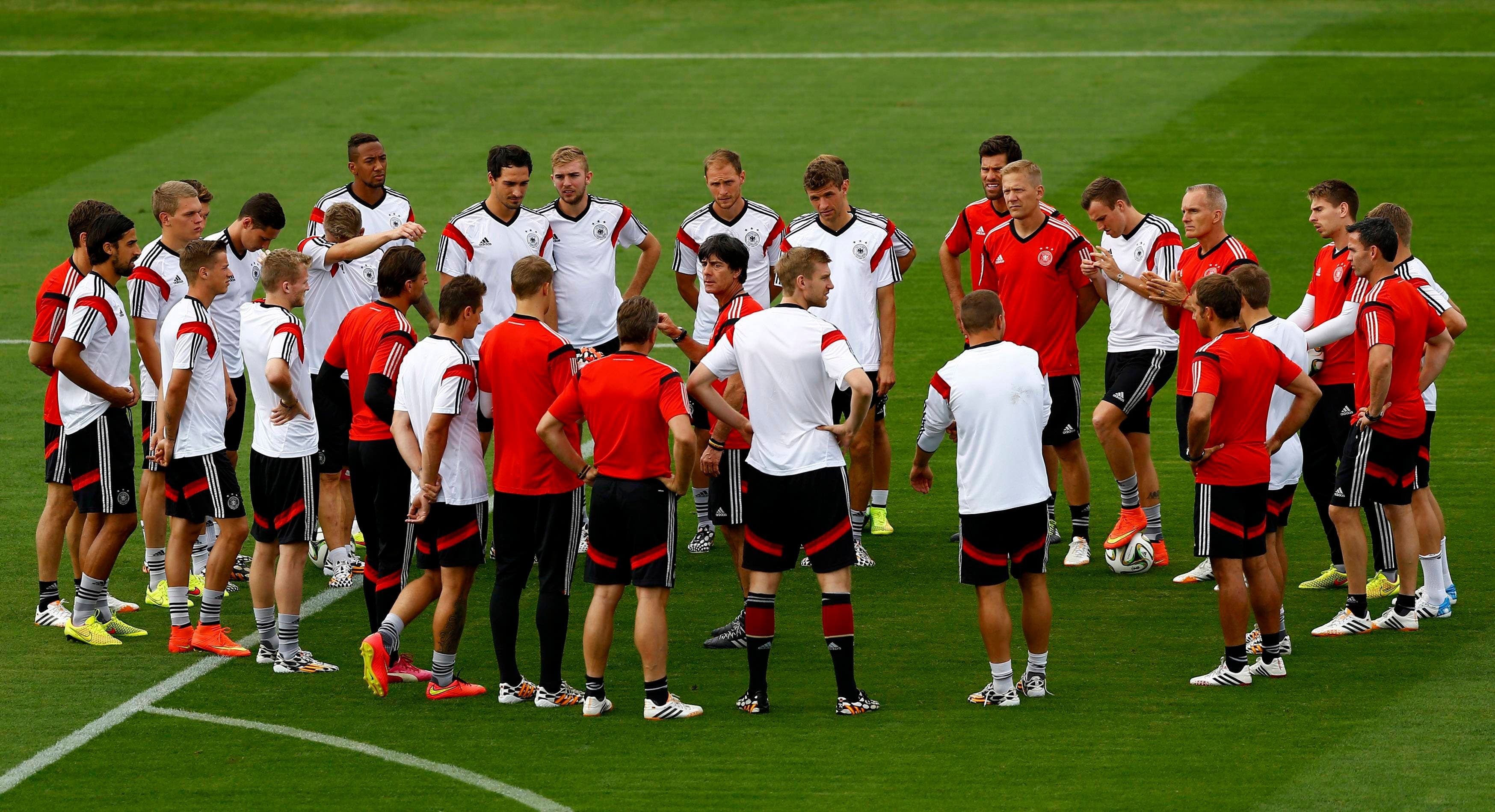 Germany's coach Joachim Loew (C) conducts a during training session in Rio de Janeiro July 12, 2014. (Reuters)