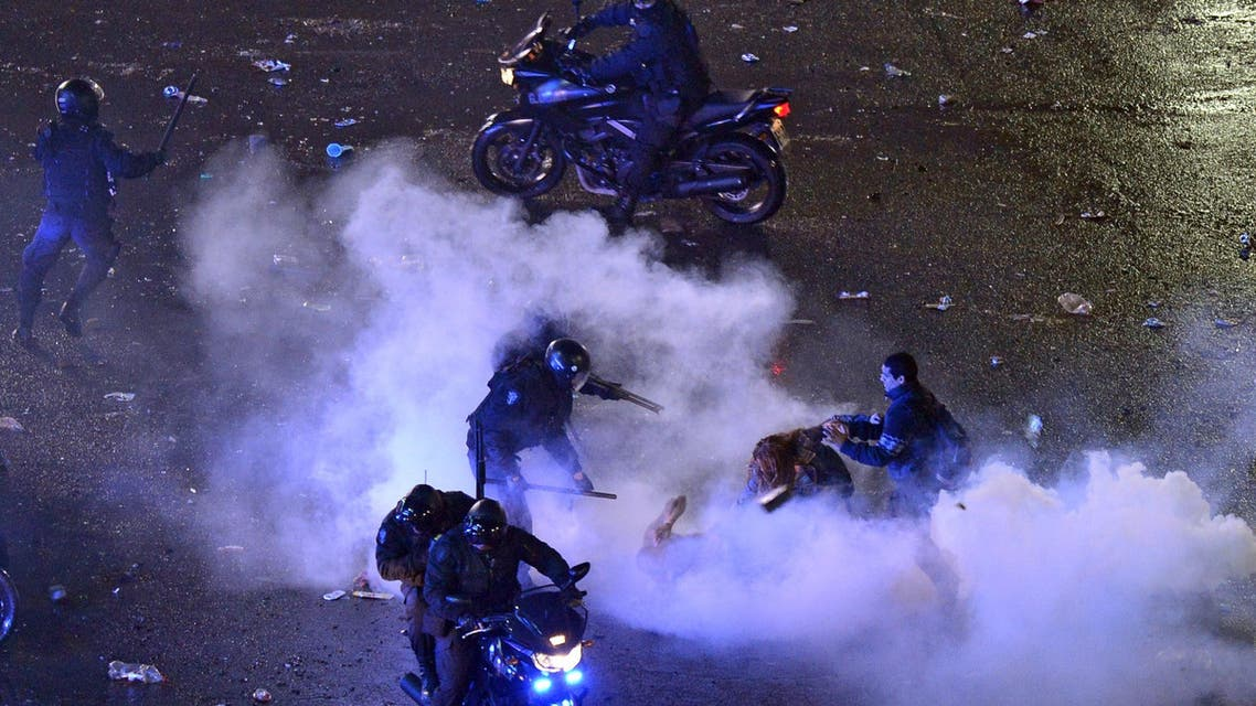 Argentine fans clash with the police after celebrations for the performance of the national team in the FIFA World Cup Brazil 2014 final at the Obelisk in Buenos Aires on July 13, 2014. (Reuters)
