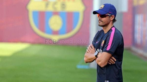 لويس إنريكي في أول يوم تدريبي ببرشلونة.. (موقع برشلونة الرسمي)