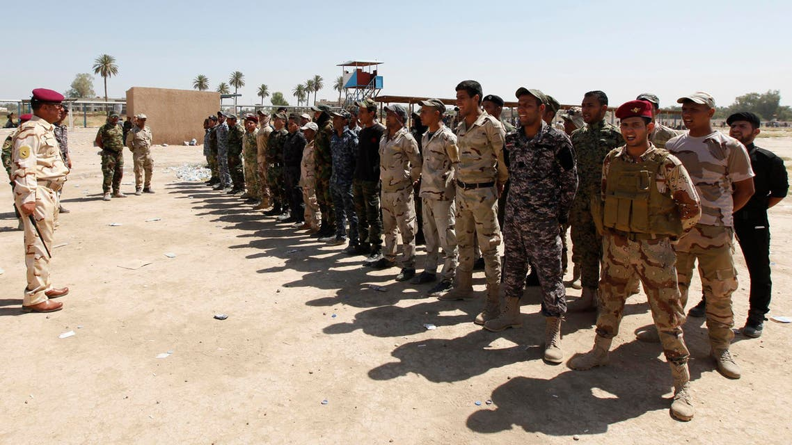 Shiite volunteers for Iraqi Army