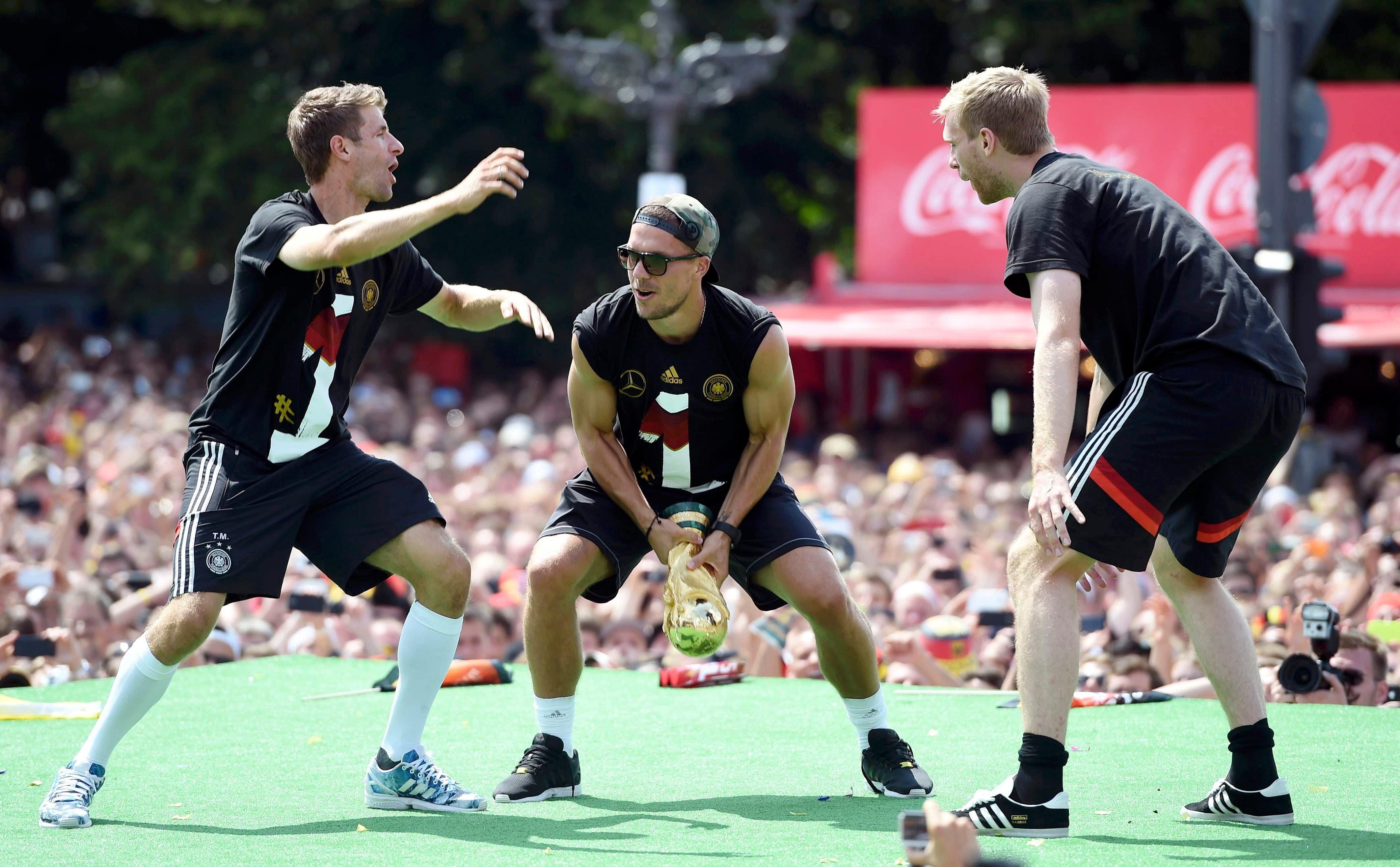 كرة القدم 22 لاعباً ضد بعضهم.. وبالنهاية يفوز الألمان