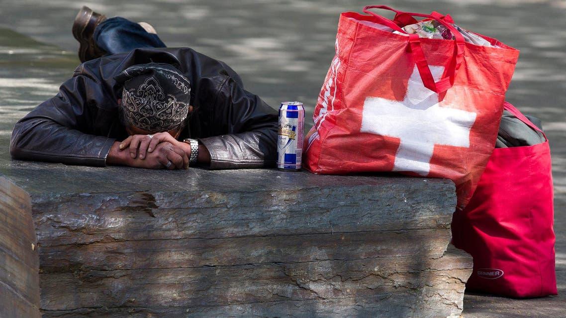 swiss poverty poor سويسرا فقر