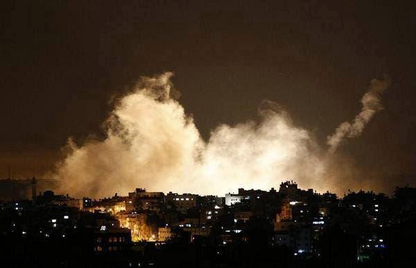 الجيش الاسرائيلي يطلق قنابل دخانية تحوي غازات سامة على غزة
