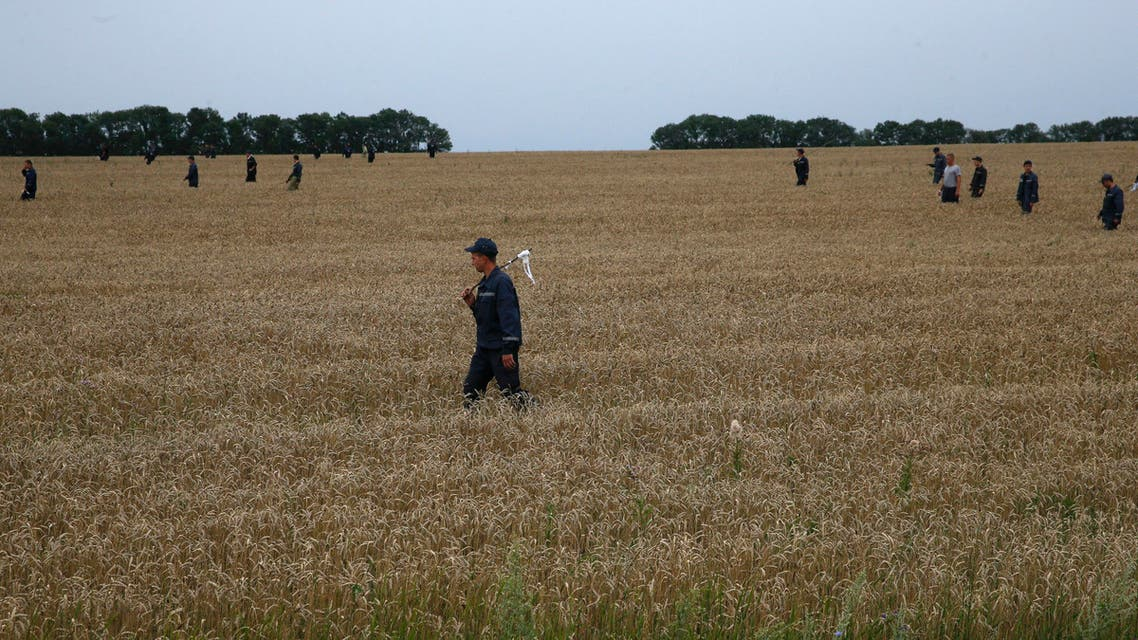 Members of the Ukrainian Emergency Ministry search for bodies near the site of Thursday's Malaysia Airlines Boeing 777 plane crash near the settlement of Grabovo, in the Donetsk region July 18, 2014. (Reuters)