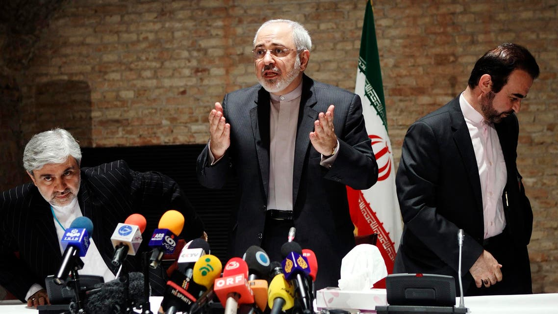 Iranian Foreign Minister Mohammad Javad Zarif (C) and diplomats leave a news conference in Vienna July 15, 2014. (Reuters)