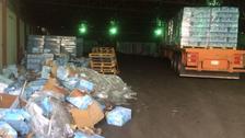 مصادرة أكثر من 700 كرتونة عصائر ومرطبات بمكة