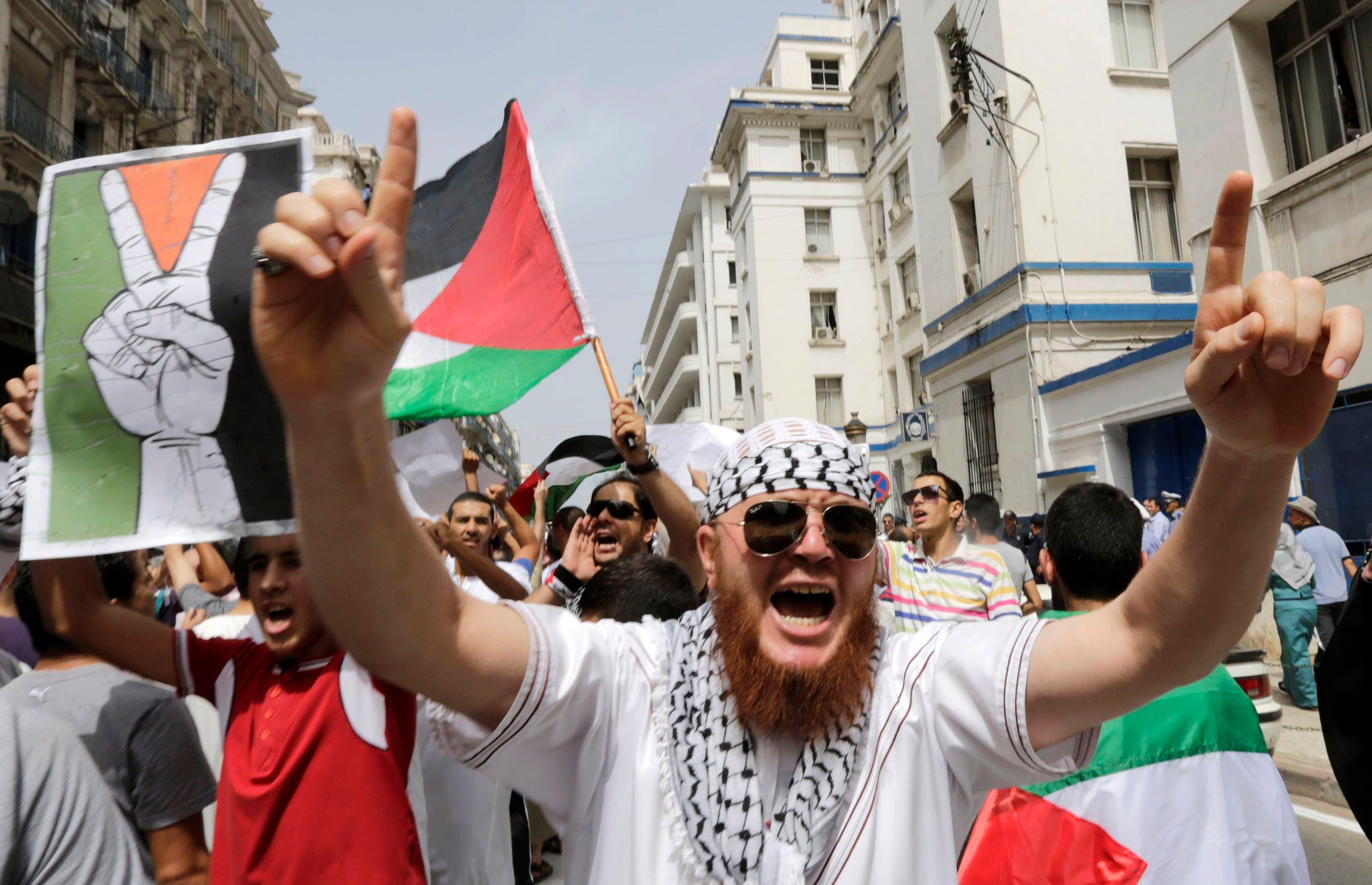 مظاهرات تظاهرات مناصر لغزة في العاصمة الجزائرية في الجزائر