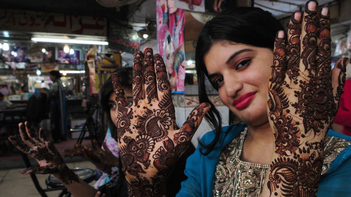 Pakistani women prepare for Eid al-Fitr