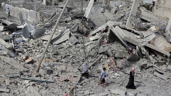 سكان الشجاعية يتفقدون موقع منازلهم المدمرة بالقصف الاسرائيلي