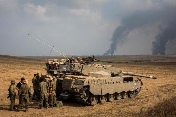 دبابات اسرائيلية في محيط غزة