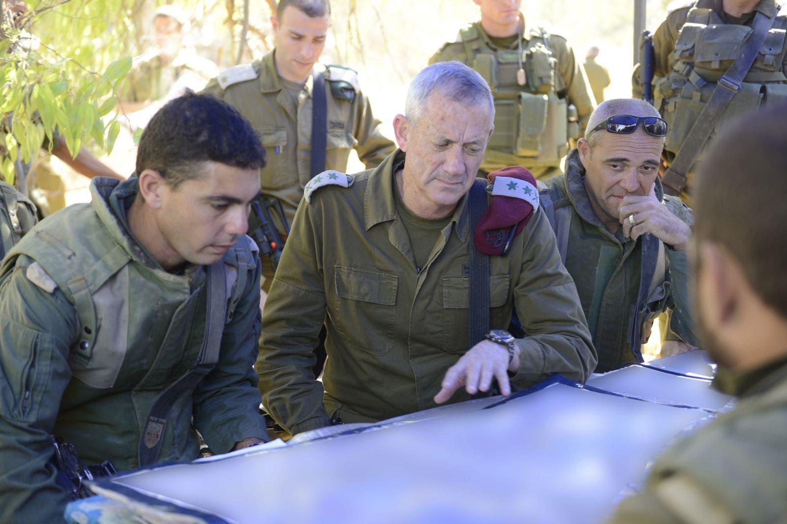 قائد هيئة الاركان في الجيش الاسرائيلي بني غانتس يتابع سير المعارك في غزة