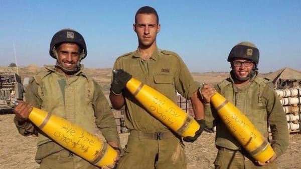 اسرائيليون يكتبون على القذائف قبل قصفها على غزة