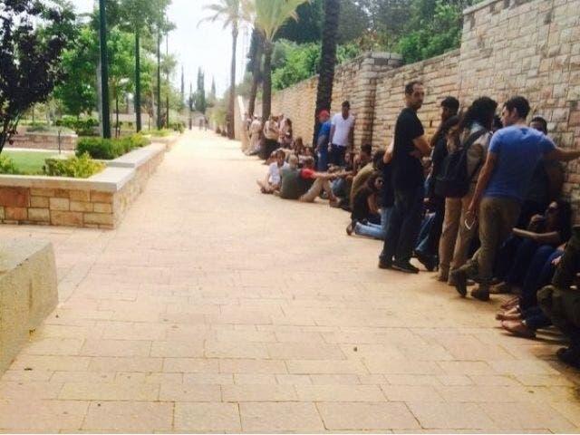 صفارات الانذار في مستوطنة اسرائيلية بعد اطلاق صواريخ من غزة
