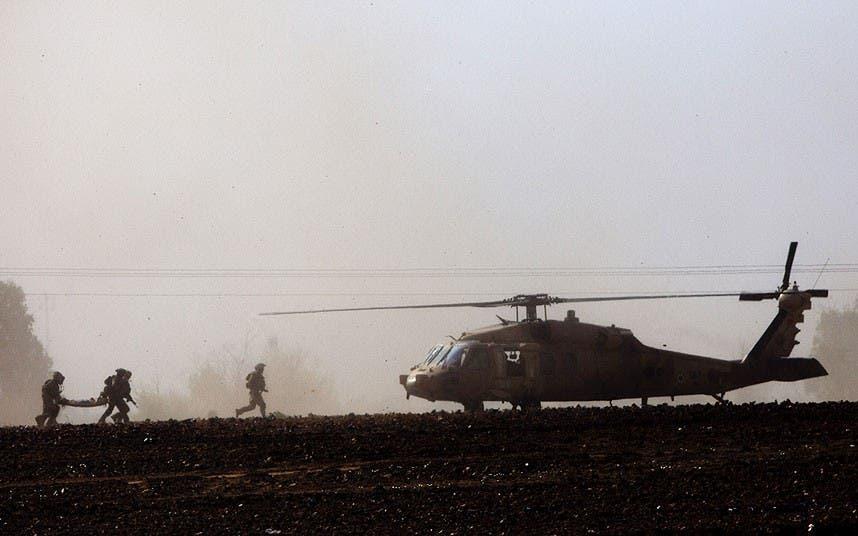 نقل جنود مصابين في معارك غزة
