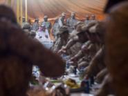 الأمير سلمان يعايد المرابطين على الحدود بزيارتهم