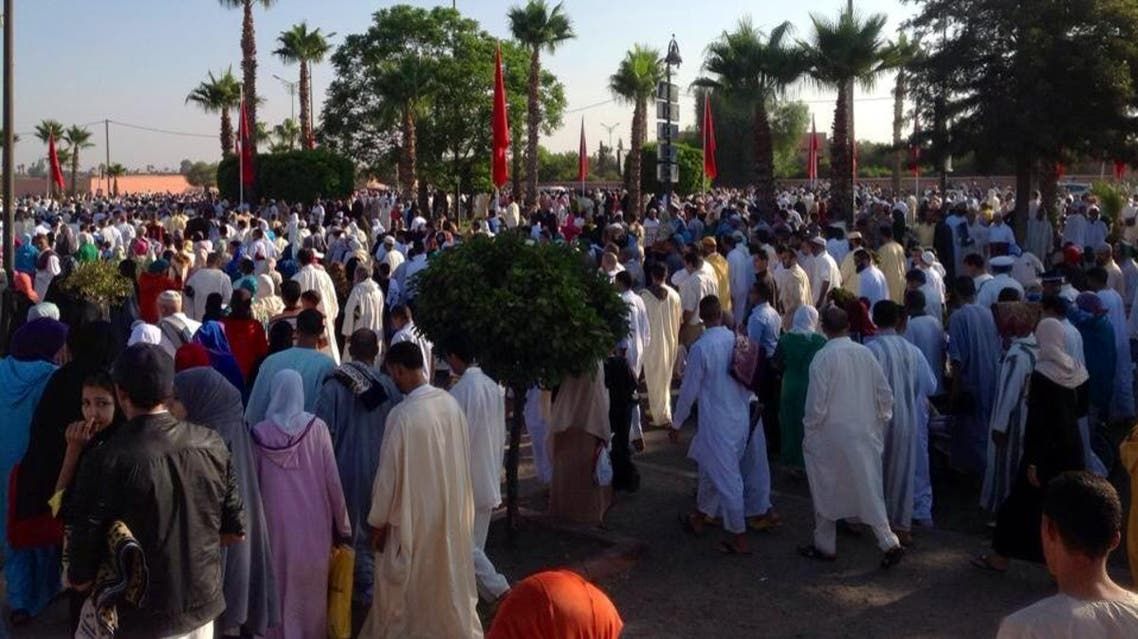 مغاربة يغادرون مكان صلاة عيد الفطر