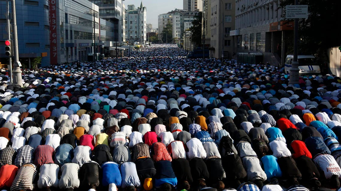 Thousands of believers take part in morning prayers to celebrate the first day of Eid-al-Fitr in Moscow August 8, 2013