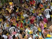 عشرات الكولومبيات يرضعن أطفالهن في الأماكن العامة