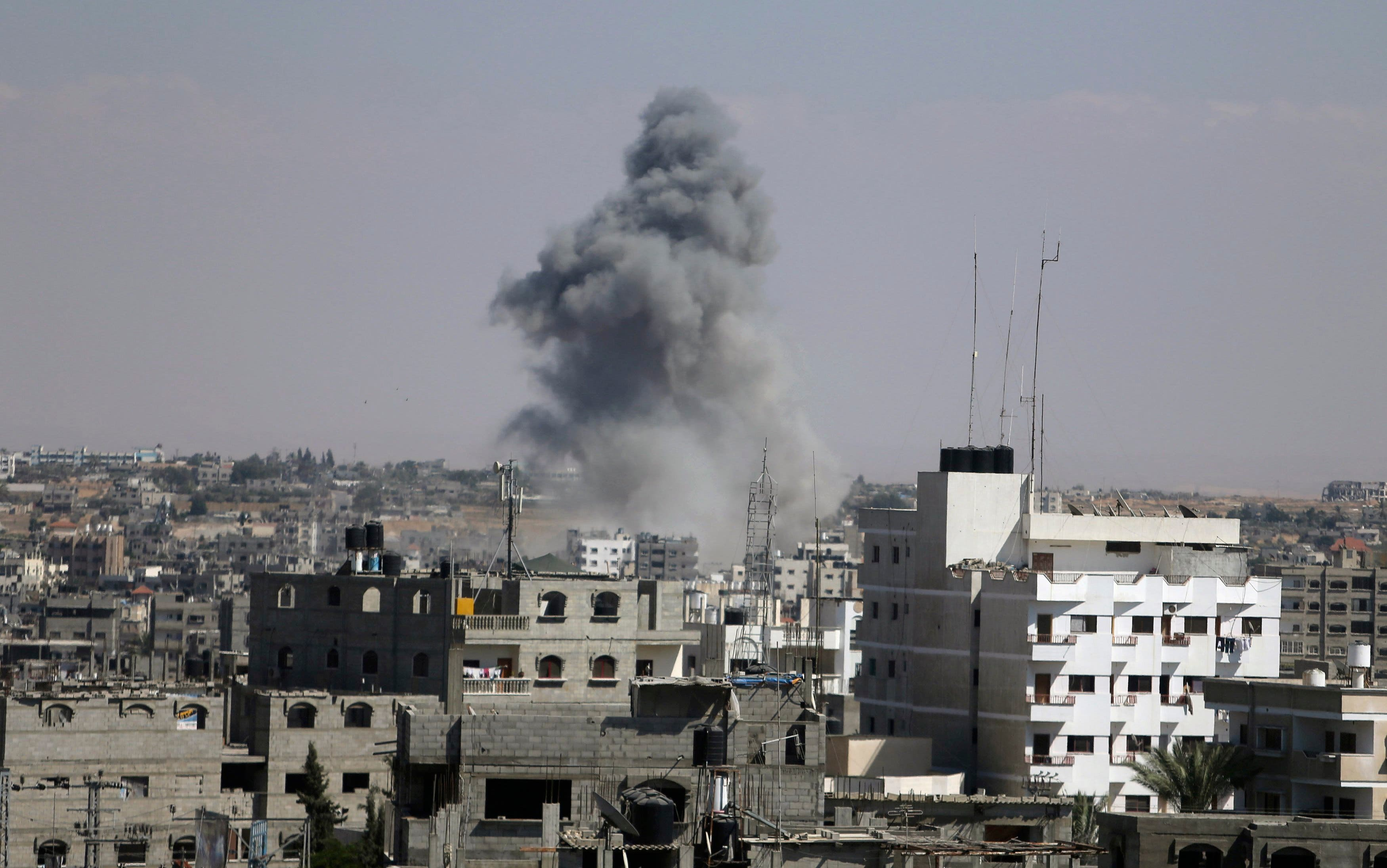 Smoke rises following what witnesses said was an Israeli air strike in Rafah in the southern Gaza Strip August 3, 2014. An Israeli air strike killed at least 10 people
