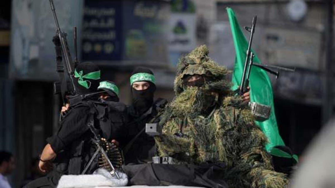 مقاتلون من كتائب القسام يحملون اسلحة في غزة