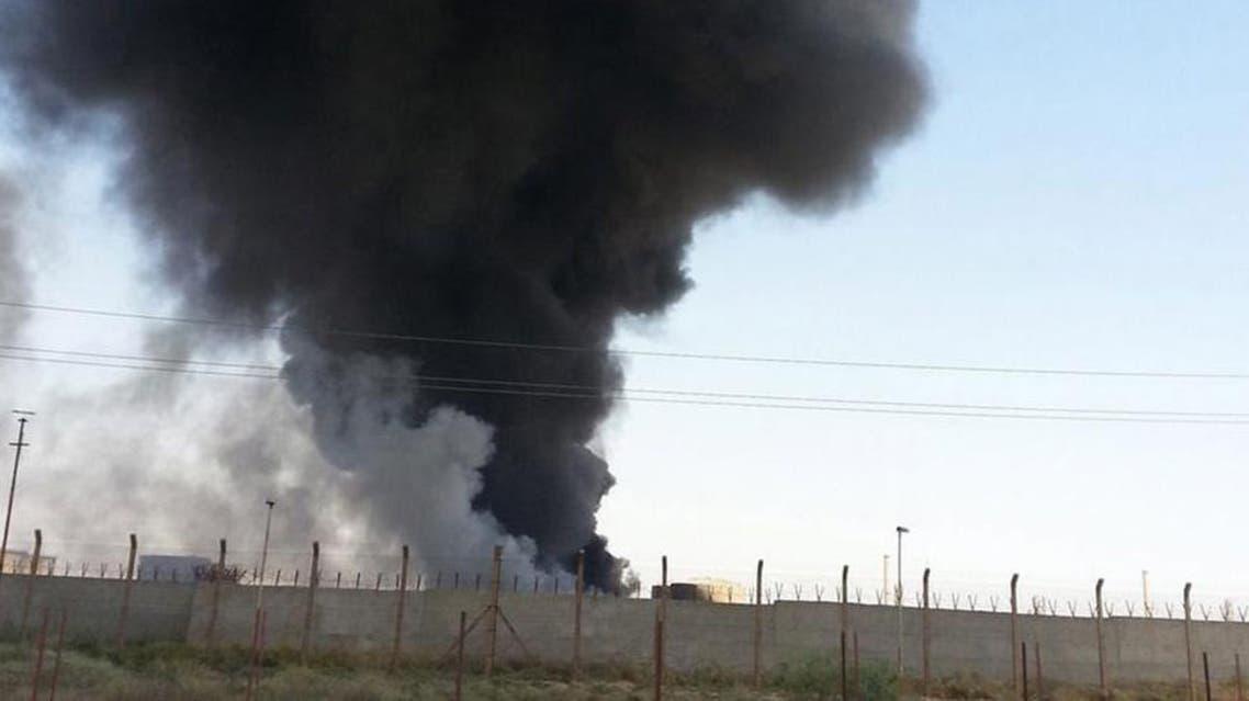 حقل نفطي مشتعل نتيجة الاشتباكات بين داعش والجيش العراقي في العراق