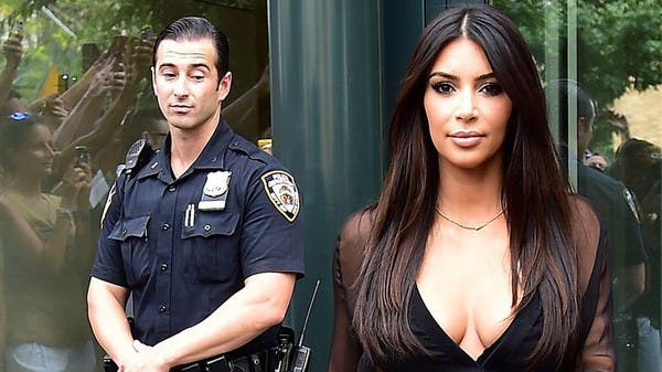 kardashian s derriere catches new york police officers off guard
