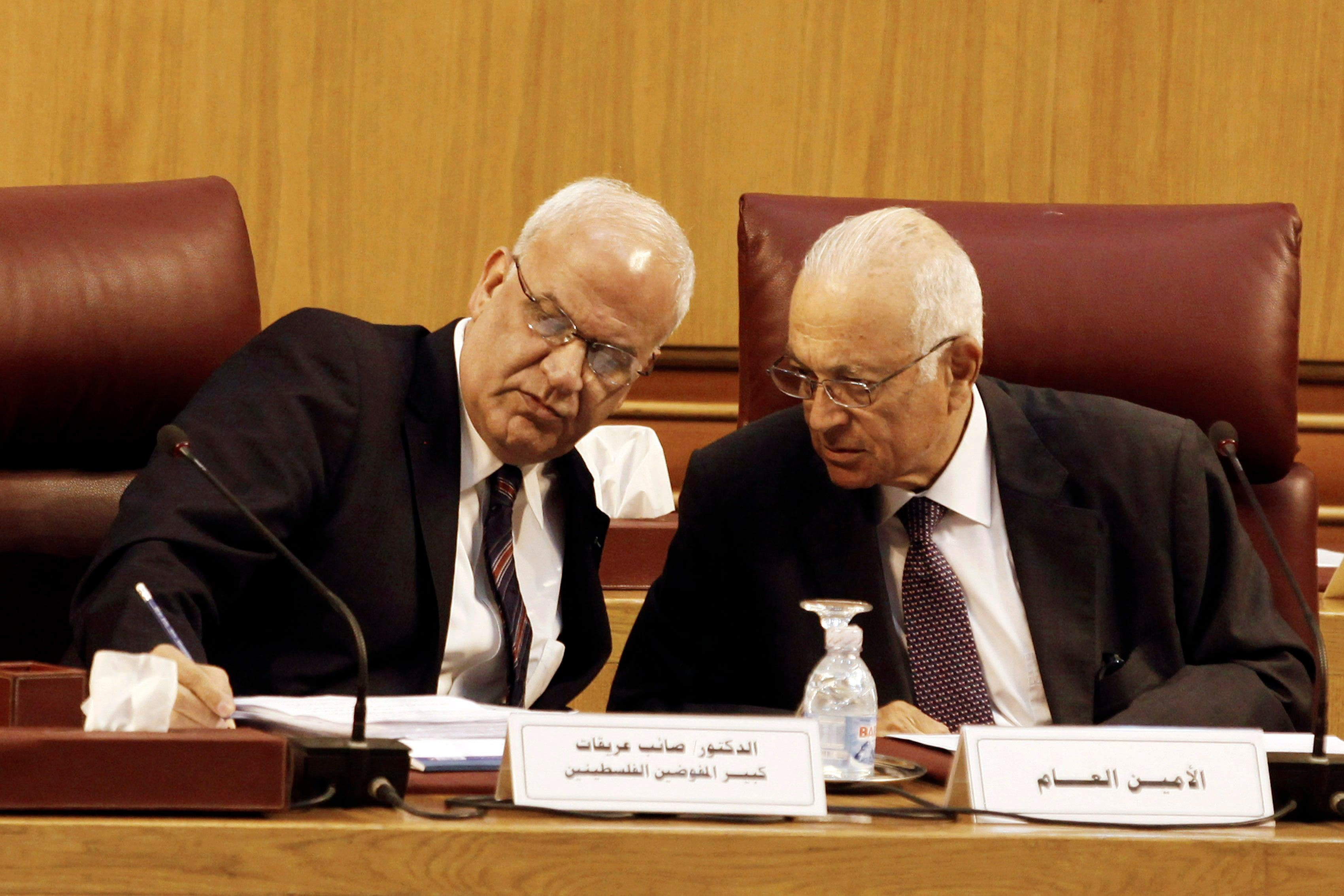 Palestinian chief negotiator Saeb Erekat (L) talks with Arab League Chief Nabil el-Araby during their meeting at the Arab League in Cairo August 11, 2014. (Reuters)