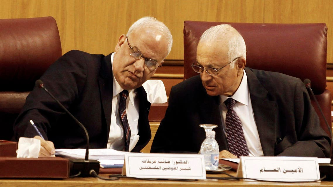 Palestinian chief negotiator Saeb Erekat (L) talks with Arab League Chief Nabil el-Araby during their meeting at the Arab League in Cairo August 11, 2014.  Reuters