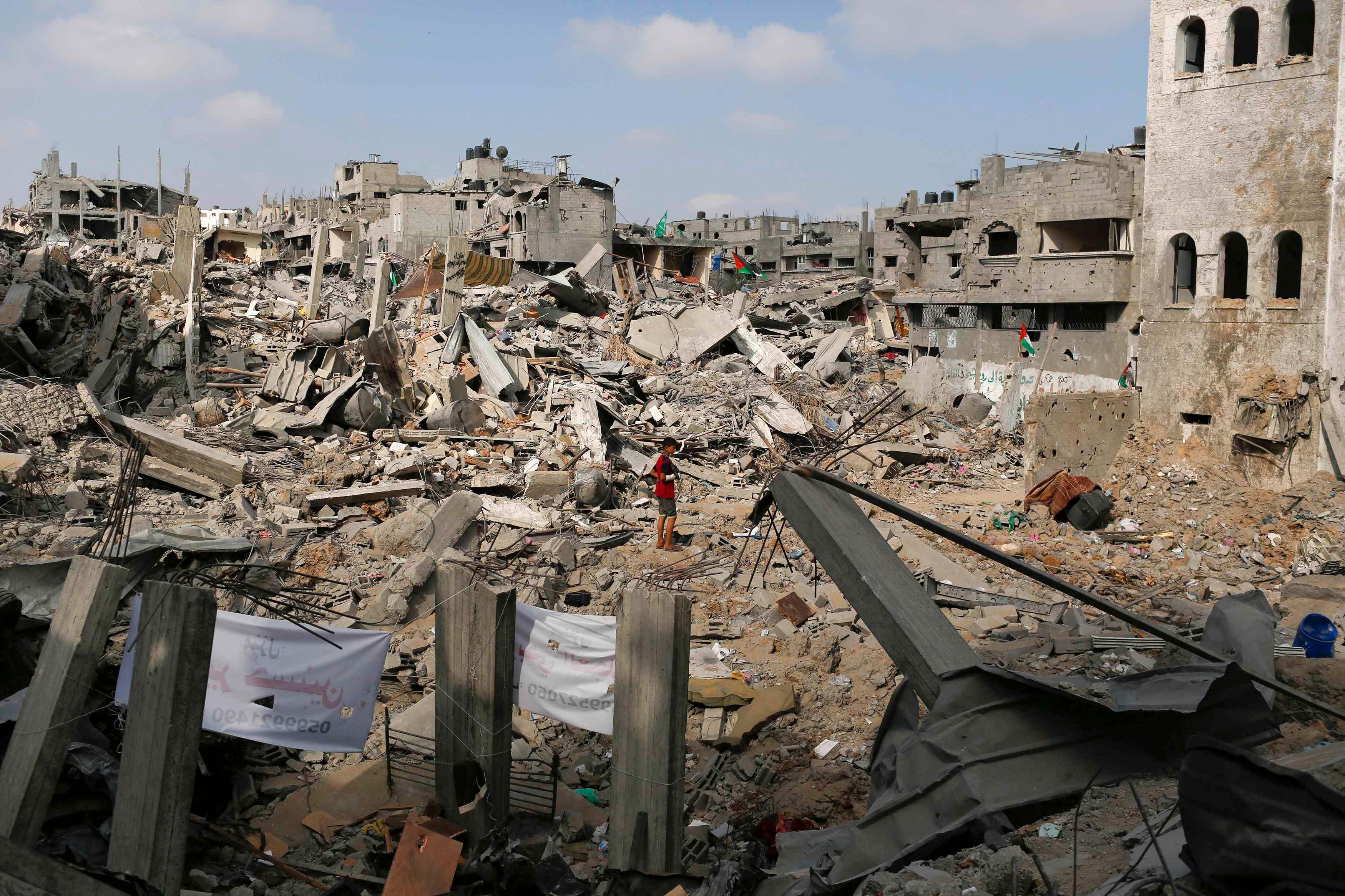 آثار القصف والدمار في غزة