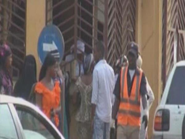 سكان الأحياء الفقيرة في سيراليون يفرضون حجراً صحياً على أنفسهم بسبب إيبولا
