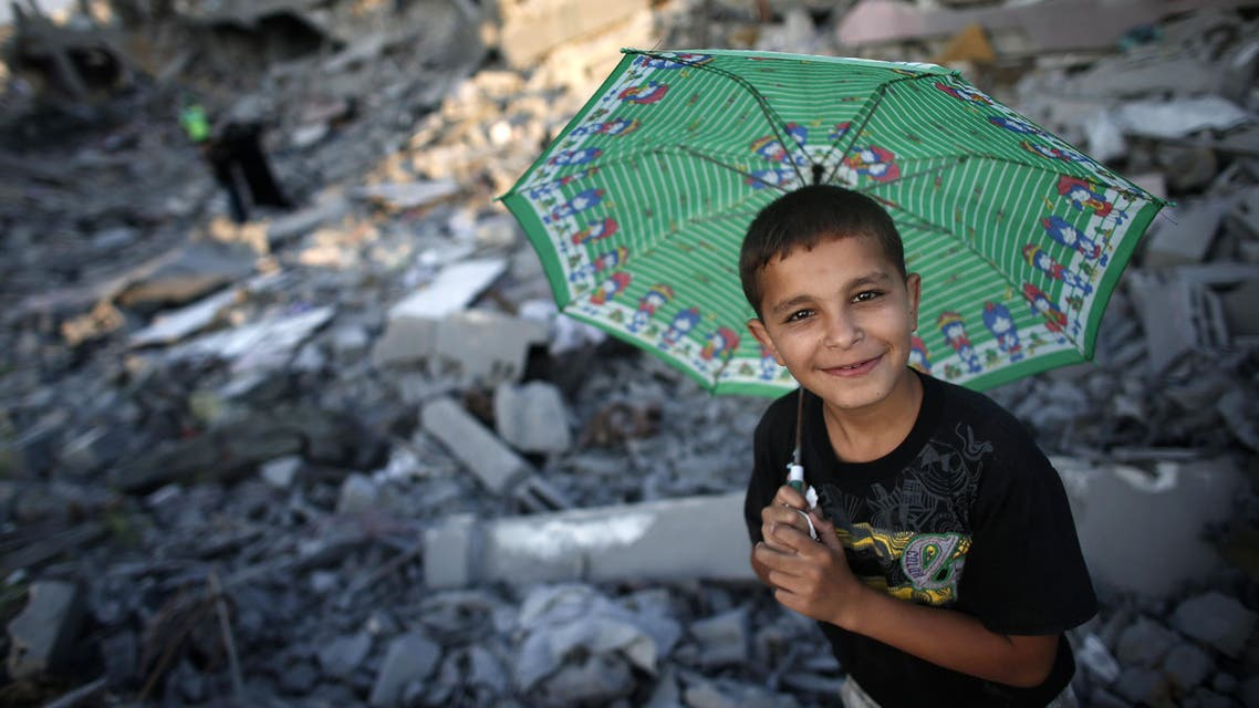Palestinians walk in the rubble of destroyed houses in Gaza City's Shejaiya neighbourhood on August 17, 2014. AFP