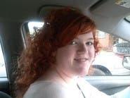 طالبة صبغت شعرها بالأحمر .. فطردها مدير المدرسة