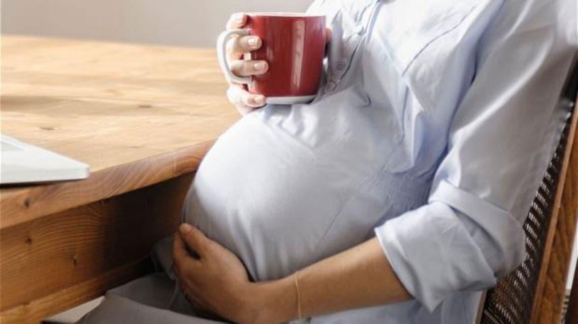 القهوة والحمل حامل تشرب قهوة