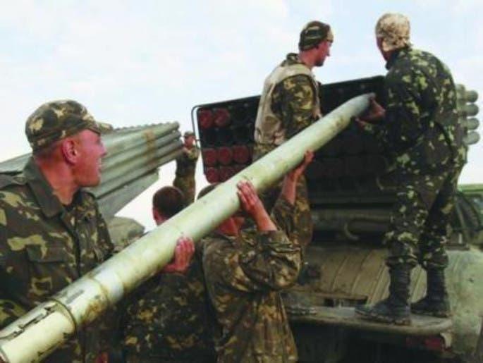 15 جثة في مكان الهجوم على قافلة نازحين شرقي أوكرانيا