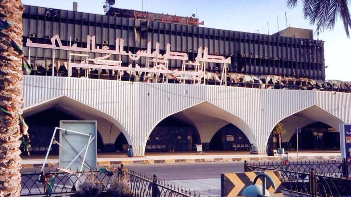 حرق مطار طرابلس في ليبيا