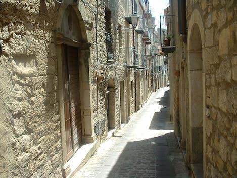 منزل مقابل يورو واحد في غانجي في صقلية في ايطاليا