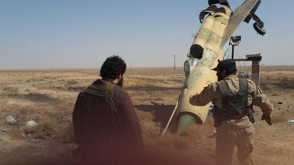 عناصر من داعش حين سيطروا على مطار الطبقة العسكري