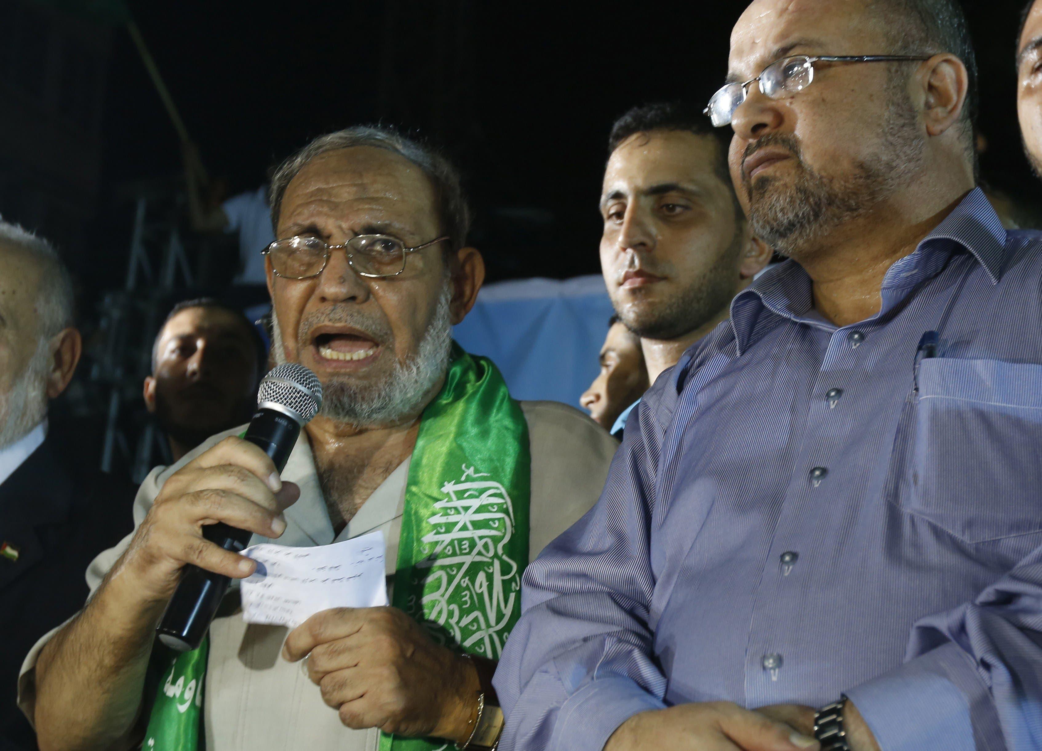 Senior Hamas leader Mahmoud Al-Zahar (L).