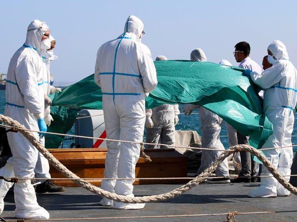 إيطاليا تنتشل أول جثث من حطام قارب كان يقل 800 مهاجر